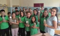 Okulun İlk Günü Öğrencilere Fidan Hediye Edildi