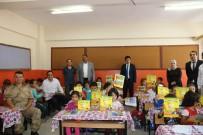 EĞİTİM YILI - Özyavuz, Eğitim Ve Öğretim Yılının İlk Gününde Öğrencilere Hediyeler Dağıttı