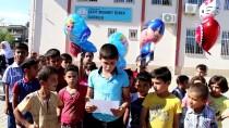 Suriyeli Öğrenciler Balonla Hediye Gönderdi