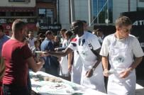 KONYASPOR - Atiker Konyasporlu Futbolcular Vatandaşlara Aşure Dağıttı