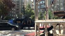 GÜVENLİK ÖNLEMİ - Diyarbakır'da Cinnet Getiren Kişiyi Polis İkna Etti