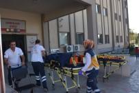 MEHMET KARAMAN - İki Otomobil Çarpıştı Açıklaması 4 Yaralı