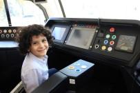 Tramvay Aşığı Küçük Ali Osman'a Sürpriz Doğum Günü Hediyesi