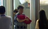 PETERSBURG - Yeni doğan bebeğini satarken yakalandı