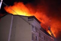 Çatı Yangını 5 Evi Kullanılamaz Hale Getirdi