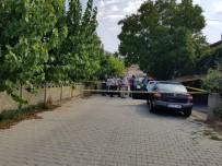 SABAH NAMAZı - Emekli İmam Evinin Önünde Ölü Bulundu
