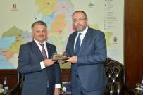 OSMANLı İMPARATORLUĞU - Fatih'in Şahi Topu Maketi Vali Yazıcı'ya Hediye Edildi