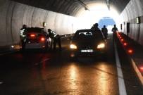Gümüşhane Çevre Yolu Tünelinde Kaza Açıklaması 2 Ölü, 1 Yaralı
