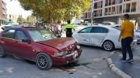 İki Araç Çarpıştı, Bir Çocuk Yaralandı