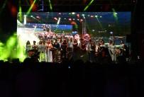 ZÜLFÜ LİVANELİ - İzmir'den Barış Şarkıları Yankılandı