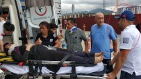 AMBULANS ŞOFÖRÜ - Saldırıya Uğrayan 112 Personeli Kendi Acısını Unutup Yaralıları Hastaneye Taşıdı