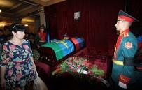 GÜNEY OSETYA - Ukrayna'da 200 Bin Kişi Zaharçenko'nun Cenaze Törenine Katıldı