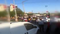 ÜST GEÇİT - Üst Geçit İsteyen Mahalleli Yolu Trafiğe Kapattı