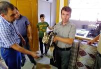 Yaralı Bulduğu Kızıl Şahini Yetkililere Teslim Etti