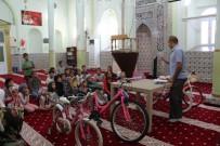 Yaz Kur'an Kursu Öğrencilerine Ödüllü Veda