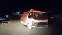 AKARYAKIT TANKERİ - Akaryakıt Tankeri Otomobile Çarptı Açıklaması 2 Yaralı