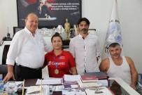 MESUT ÖZAKCAN - Avrupa Şampiyonu Ercan'dan Başkan Özakcan'a Ziyaret