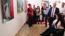 BEDENSEL ENGELLİ - Ayaklarıyla Çizdiği Resimlerle Sergi Açtı