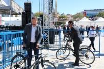 TOPLANTI - Belediye Başkanı Bahçeci, Bisikleti İle İlgi Odağı