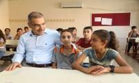 Çelikcan'dan Öğrencilere Kırtasiye Yardımı