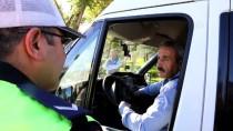 KIRMIZI IŞIK - Cezaya Müsamaha İsteyen Şoföre Polisten 'Kural Dersi'