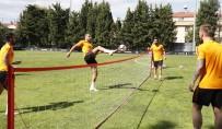 FLORYA - Galatasaray Ayak Tenisi Oynadı