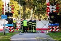 Hollanda'da Tren Bisiklete Çarptı Açıklaması 4 Ölü, 2 Yaralı