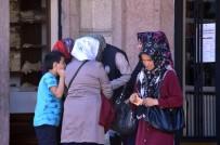 TEMİZLİK İŞÇİSİ - İŞKUR'a Başvurmak İsteyen Vatandaşlar Kalabalık Oluşturdu