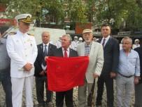 GAZILER - Kore Gazisi Sakladığı Bayrağı Hediye Etti