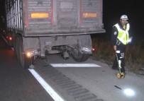Otomobil Tıra Arkadan Çarptı Açıklaması 2 Ölü