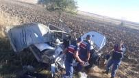 GÖLBAŞI - Tıra Arkadan Çarpan Otomobil Hurdaya Döndü Açıklaması 2 Yaralı