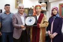 AHILIK - 'Yılın Ahisi' Seçilen Yarım Asırlık Esnafa Kaftanlı Plaket Töreni