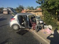 SONBAHAR - Afyonkarahisar'da Trafik Kazası; 3 Ölü 1 Ağır Yaralı