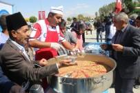 GAZİLER DERNEĞİ - Edremit Belediyesi Bin 500 Kişiye Aşure Dağıttı
