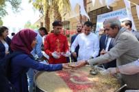 MEHMET KASIM GÜLPINAR - Haliliye'de Vatandaşlara Aşure İkram Edildi