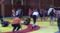 DÜNYA ŞAMPİYONU - Milli Güreşçiler Macaristan'da Kürsüye Çıkmak İstiyor