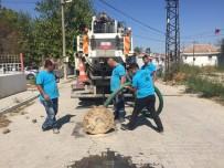 KANALİZASYON - Paşaköy Mahallesinde Yağmursuyu Izgaralarına Temizlik