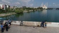 KARAYOLLARI - Tarihi Taşköprü'deki Çirkinliğin İzleri Siliniyor