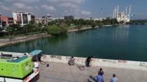 KARAYOLLARI - Tarihi Taşköprü'deki 'Çirkinlik' Temizleniyor