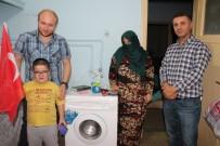 SOSYAL GÜVENLIK KURUMU - Yokluk İçindeki Türkmen Annenin Evine 15 Bin Liralık Eşya Bağışladılar