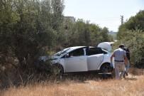 CINAYET - Ağaca Çarpan Otomobilde Bıçaklanmış Olarak Bulundu, Hastanede Öldü