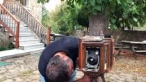 Baba Yadigarı Fotoğraf Makinesine Gözü Gibi Bakıyor