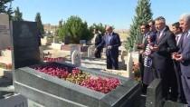 BAĞBAŞı - Cumhurbaşkanı Yardımcısı Oktay, Neşet Ertaş'ın Kabrini Ziyaret Etti
