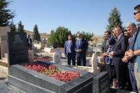 MUZAFFER ASLAN - Cumhurbaşkanı Yardımcısı Oktay Ve AK Parti Teşkilatı, Neşet Ertaş'ın Mezarını Ziyaret Etti