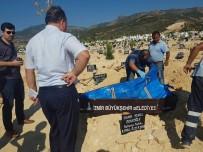 YÜKSEK ATEŞ - Enfeksiyondan Hayatını Kaybeden Kadının Mezarı Açıldı
