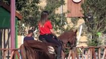 CÜNEYT ARKIN - Atlı Birliğin Kadın Süvarisi 'Polis Arzu'