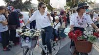 BİSİKLET TURU - Hem Süslü Kadınlar Bisiklete Bindi Hem De Çocukları