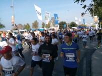 CADDEBOSTAN - 'İstanbul'u Koşuyorum' Yarışında Renkli Görüntüler