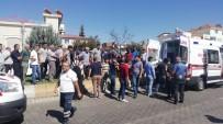 GÖLBAŞI - Kamyonet Refüje Çıktı Açıklaması 2 Yaralı