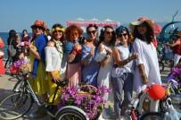 GELİN ARABASI - 'Süslü Kadınlar' Bisikletleriyle Sokaklarda